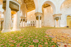 Abu Dabi - 9. Januar 2015: Sheikh Zayed-Moschee an Stockbild