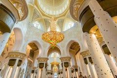 Abu Dabi - 9. Januar 2015: Sheikh Zayed-Moschee Stockfotografie