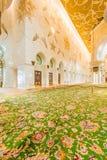 Abu Dabi - 9. Januar 2015: Sheikh Zayed-Moschee Lizenzfreie Stockbilder