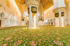 Abu Dabi - JANUARI 9, 2015: Sheikh Zayed moské på Fotografering för Bildbyråer