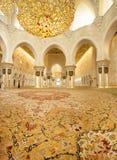 Abu Dabi, STYCZEŃ 9 -, 2015: Sheikh Zayed meczet dalej Obrazy Stock