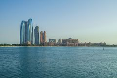Abu-dabi, Vereinigte Arabische Emirate, 15 11 2015 Skyline und Stadt Stockfotografie