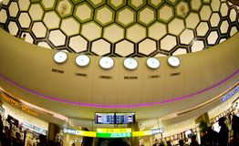Abu Dhabi Airport - horaire Photo libre de droits