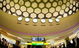 Abu Dhabi Airport - Zeitplan Lizenzfreies Stockfoto