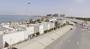 Abu Dhabi Beach in Yas-Insel, Vogelperspektive Lizenzfreie Stockbilder
