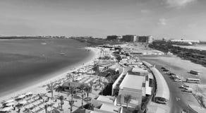 Abu Dhabi Beach in Yas-Insel, Vogelperspektive Stockbilder