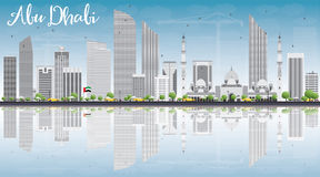 Abu Dhabi City Skyline con Gray Buildings, cielo azul y refleja Fotos de archivo