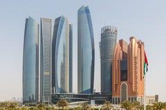 Abu Dhabi Cityscape mit Geschäfts-Nabe, UAE Stockbild