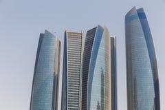 Abu Dhabi Cityscape mit Geschäfts-Nabe, UAE Lizenzfreie Stockfotografie