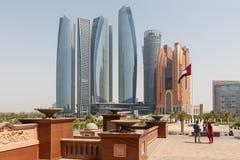 Abu Dhabi Cityscape mit Geschäfts-Nabe, UAE Stockbilder