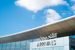 ABU DHABI - 13 DE FEVEREIRO: Abu Dhabi International Airport 13 de fevereiro de 2016 em Abu Dhabi, Emiratos Árabes Unidos Foto de Stock