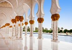 ABU DHABI - 5 DE JUNHO: Sheikh Zayed Mosque Fotografia de Stock