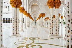 ABU DHABI - 5 DE JUNHO: Sheikh Zayed Mosque Fotos de Stock