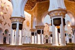 ABU DHABI - 5 DE JUNHO: Sheikh Zayed Mosque Imagens de Stock