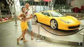 ABU DHABI, DE V.A.E - 20 AUGUSTUS, 2014: Ferrari-Wereld bij Yas-Eiland in Abu Dhabi Legendarische retro auto's Ferrari Royalty-vrije Stock Foto