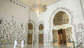 ABU DHABI, DE V.A.E - 20 AUGUSTUS, 2014: Sheikh Zayed Mosque, Abu Dhabi, Verenigde Arabische Emiraten Royalty-vrije Stock Foto's