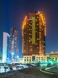 Abu Dhabi, de V.A.E - 29 Maart 2019 Bab Al Qasr Hotel in nacht stock fotografie