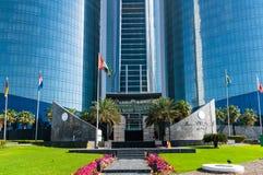 Abu Dhabi, de V.A.E - 30 Maart 2019 ingang aan Etihad-Torens - complex van wolkenkrabbers met woonflats, bureaus en hotel royalty-vrije stock foto's