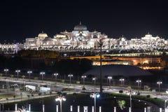 Abu Dhabi, de V.A.E - 30 Maart 2019 Presidentieel Paleis in emiraat van Abu Dhabi in nacht royalty-vrije stock fotografie