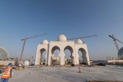 Abu Dhabi, de V.A.E - 2016: De nieuwe uitbreiding van Sheikh Zayed Grand Mosque Stock Afbeelding