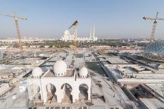 Abu Dhabi, de V.A.E - 2016: De nieuwe uitbreiding van Sheikh Zayed Grand Mosque Royalty-vrije Stock Foto