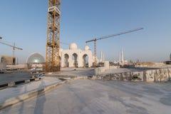 Abu Dhabi, de V.A.E - 2016: De nieuwe uitbreiding van Sheikh Zayed Grand Mosque Stock Foto