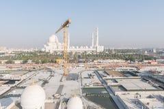 Abu Dhabi, de V.A.E - 2016: De nieuwe uitbreiding van Sheikh Zayed Grand Mosque Stock Foto's