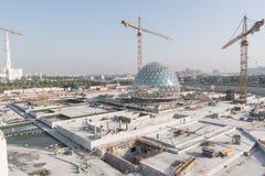 Abu Dhabi, de V.A.E - 2016: De nieuwe uitbreiding van Sheikh Zayed Grand Mosque Stock Fotografie