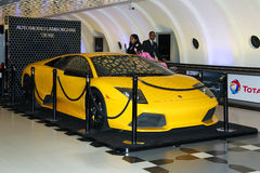 ABU DHABI, DE V.A.E, 12 NOV. 2014: Lamboghini in internationale luchthaven in Abu Dhabi Stock Foto