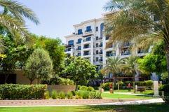 Abu Dhabi In de zomer van 2016 De groene oase op het hotel St Regis Saadiyat Island Resort Royalty-vrije Stock Afbeelding