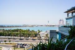 Abu Dhabi De zomer van 2016 Een moderne groene metropool van Arabische cultuur op de kusten van de Arabische Golf Stock Afbeeldingen