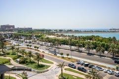 Abu Dhabi De zomer van 2016 Een moderne groene metropool van Arabische cultuur op de kusten van de Arabische Golf Stock Foto