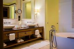 Abu Dhabi De zomer van 2016 Helder en modern binnenlands luxehotel St Regis Saadiyat Island Resort Stock Fotografie