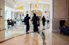 Abu Dhabi De zomer van 2016 Helder en modern binnenlands luxehotel St Regis Saadiyat Island Resort Stock Foto