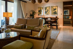 Abu Dhabi De zomer van 2016 Helder en modern binnenlands luxehotel St Regis Saadiyat Island Resort Royalty-vrije Stock Foto's
