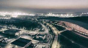 ABU DHABI - DEZEMBER 2016: Ferrari-Welt und Stromkreis F1, von der Luft Stockfotografie