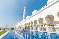 ABU DHABI - 7. DEZEMBER 2016: Sheikh Zayed Mosque auf einem schönen Lizenzfreies Stockfoto