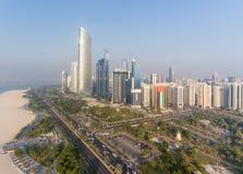 Abu Dhabi Downtown-Ansicht vom Hubschrauber Stockbilder