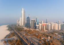 Abu Dhabi Downtown-Ansicht vom Hubschrauber Stockbild