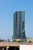 Abu Dhabi Downtown-Straßen mit Wolkenkratzern Stockfotos