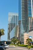 Abu Dhabi Downtown-Straßen mit Wolkenkratzern Stockfoto
