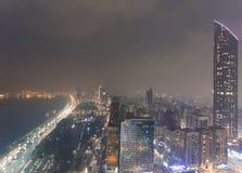 Abu Dhabi Downtown-Vogelperspektive nachts Lizenzfreie Stockfotografie
