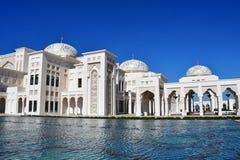 Abu Dhabi, emiratos árabes, marzo, 19, 2019 Al-Watan de Qasr del palacio presidencial en día soleado en la ciudad de Abu Dhabi en fotos de archivo libres de regalías
