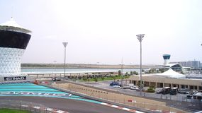 ABU DHABI FÖRENADE ARABEMIRATEN - APRIL 4th, 2014: Yasen Marina Formula 1 grand prixströmkrets Ställ in bland en marina Royaltyfria Foton
