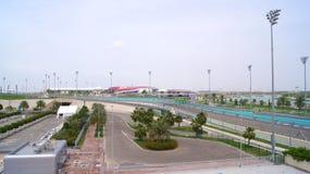 ABU DHABI FÖRENADE ARABEMIRATEN - APRIL 4th, 2014: Yasen Marina Formula 1 grand prixströmkrets Ställ in bland en marina Arkivbilder