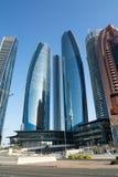 ABU DHABI FÖRENADE ARABEMIRATEN - DECEMBER 4, 2016: Etihad står högt i Abu Dhabi, huvudstaden av UAE Arkivbilder