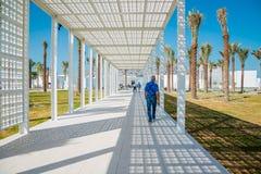 Abu Dhabi Förenade Arabemiraten, November 14, 2017: Tillträde till Louvremuseet Fotografering för Bildbyråer