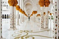 ABU DHABI - 5 GIUGNO: Sheikh Zayed Mosque Fotografie Stock