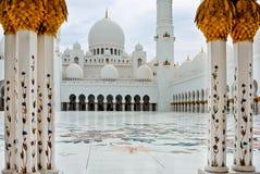 ABU DHABI - 5 GIUGNO: Sheikh Zayed Mosque Fotografie Stock Libere da Diritti