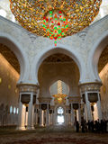 Abu Dhabi Grand Mosque Innen Stockbild